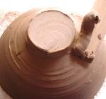 陶芸の高台を削る画像